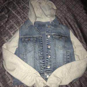 Cropped sweatshirt denim jacket